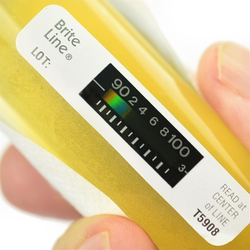 reading urine thermometer to know the exact temperature